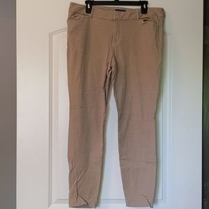 EUC Old Navy Cropped Pixie Pants